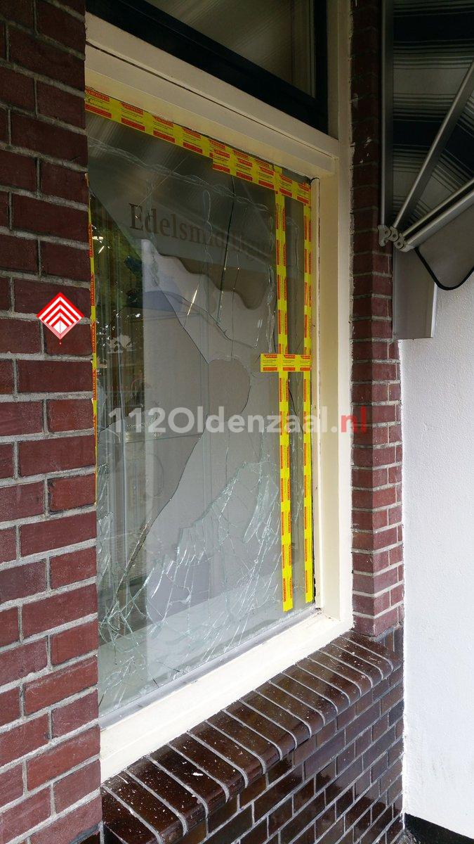 Foto: Politie onderzoek inbraak in winkel Lipperkerkstraat Enschede