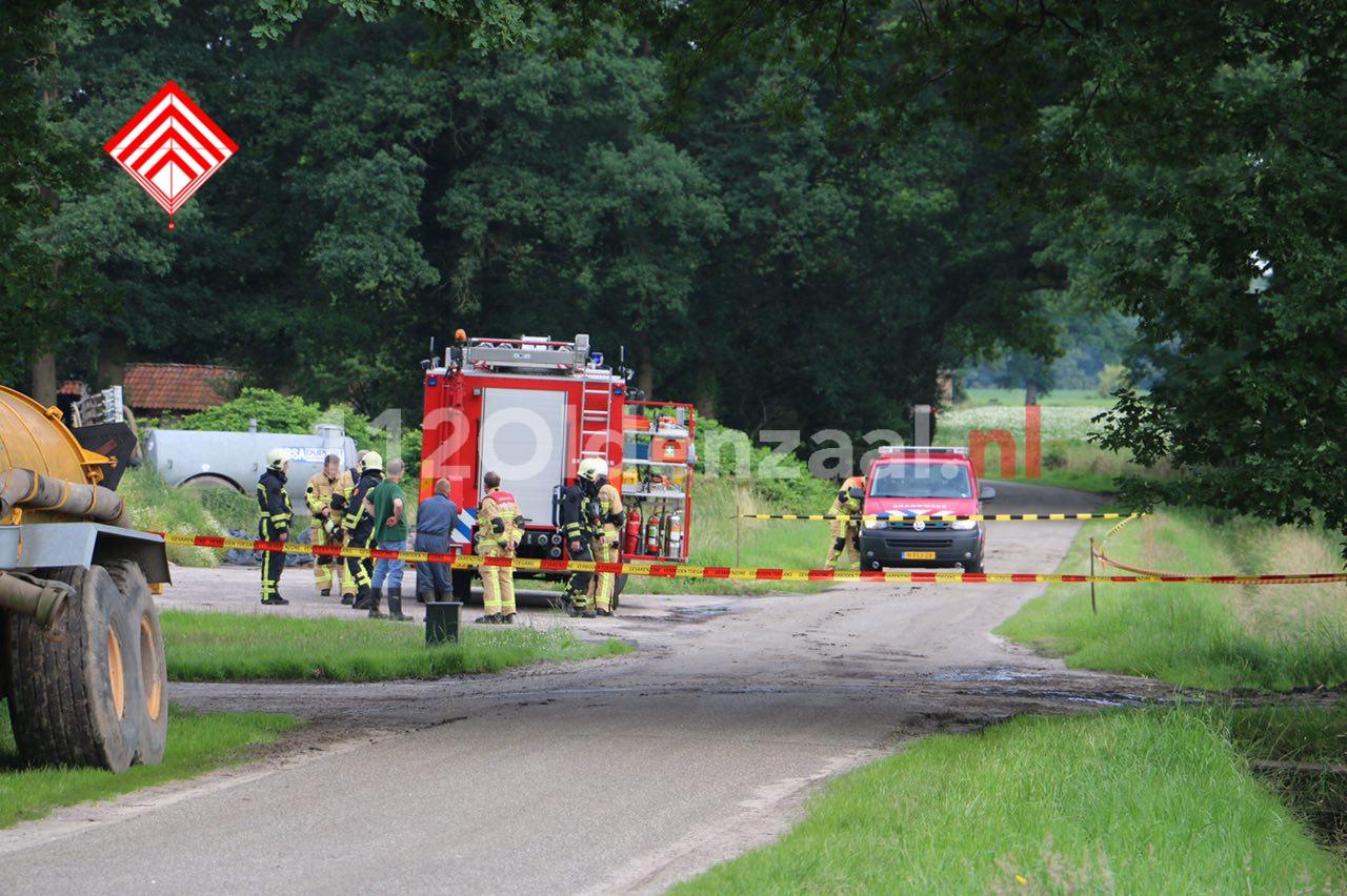 Foto 2: Gevaarlijke situatie bij boerenbedrijf in Beuningen, omgeving afgezet