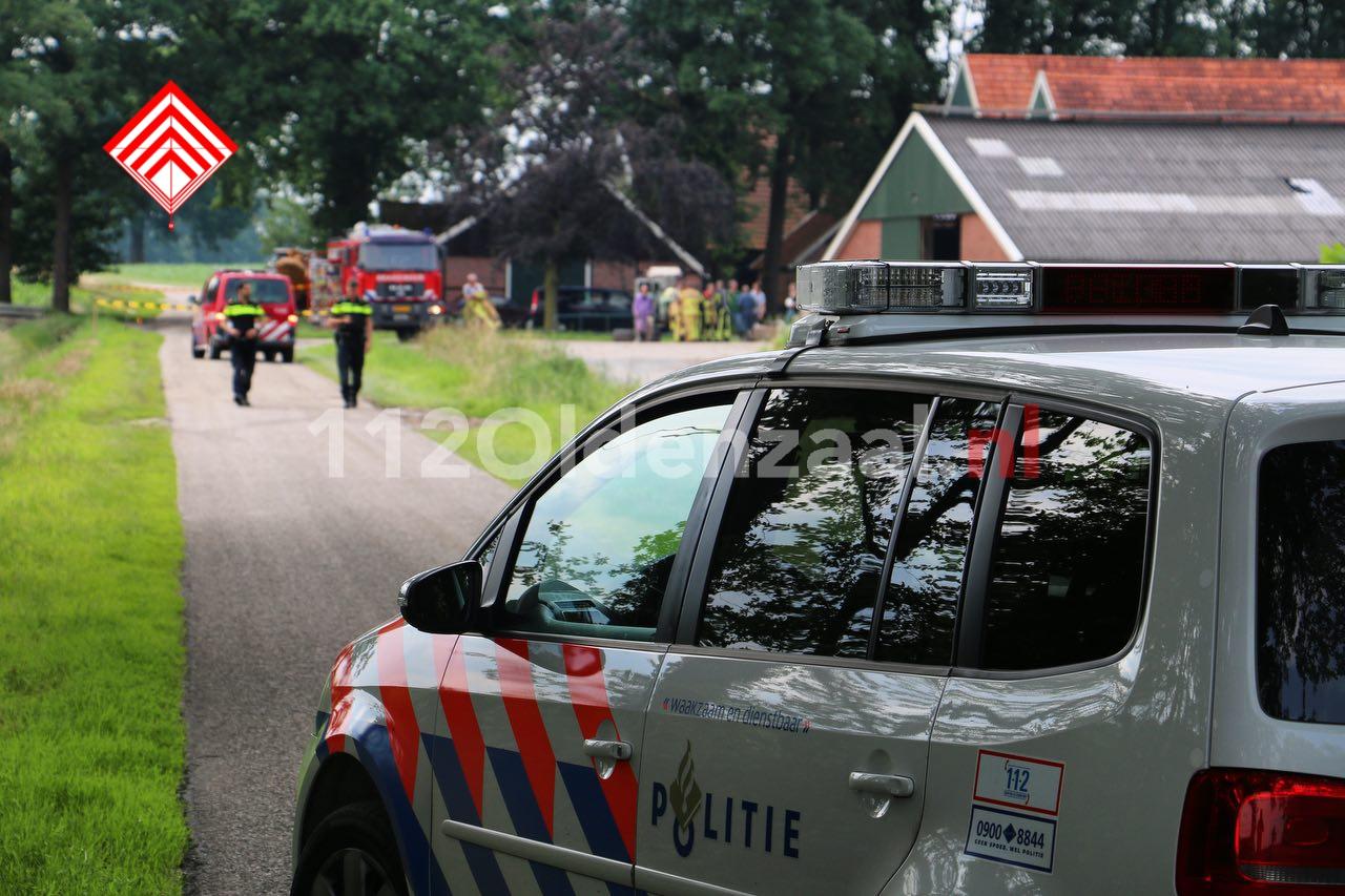 Foto 3: Gevaarlijke situatie bij boerenbedrijf in Beuningen, omgeving afgezet