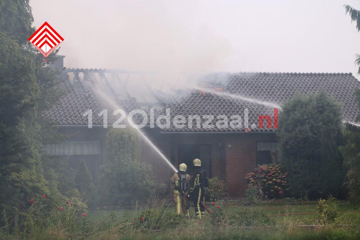 Foto: Uitslaande woningbrand in Denekamp