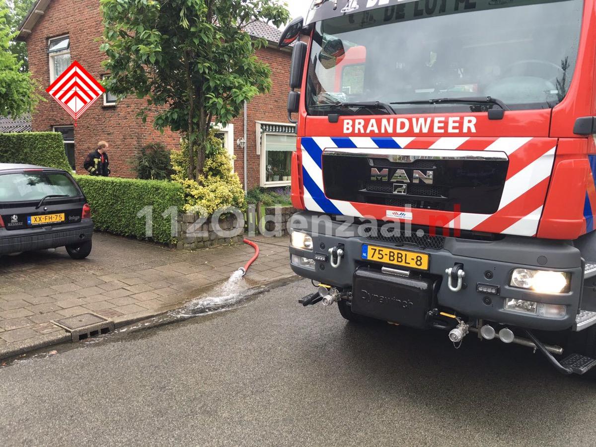 Foto: Brandweer rukt uit voor geknapte waterleiding in woning De Lutte