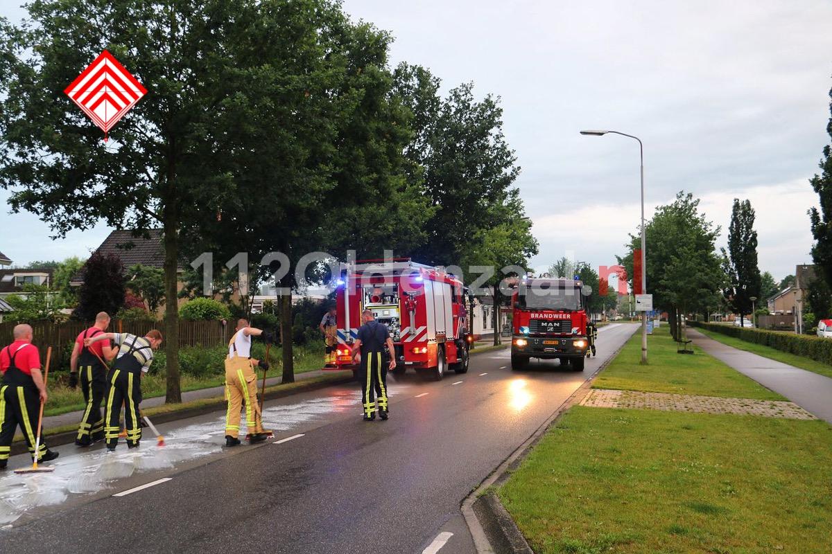 Foto: Kilometerslang oliespoor in Denekamp, brandweer opgeroepen