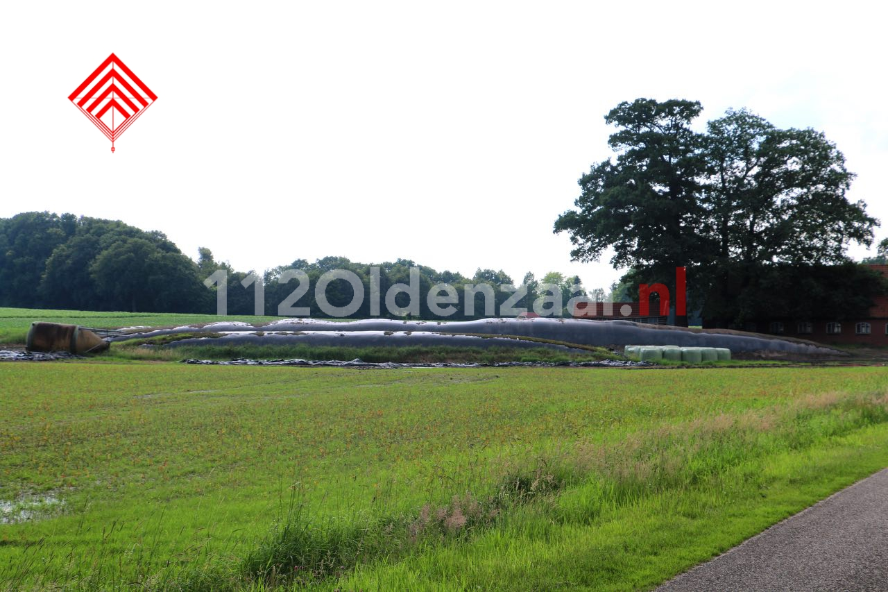 Foto 4: Gevaarlijke situatie bij boerenbedrijf in Beuningen, omgeving afgezet