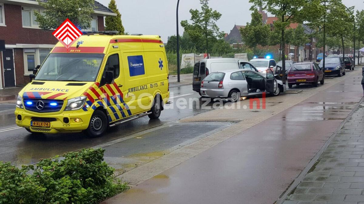 Foto: Gewonde bij aanrijding op Oldenzaalsestraat Hengelo