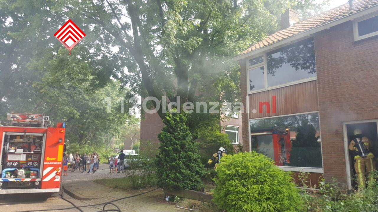 foto: Woning loopt schade op bij brand in Hengelo