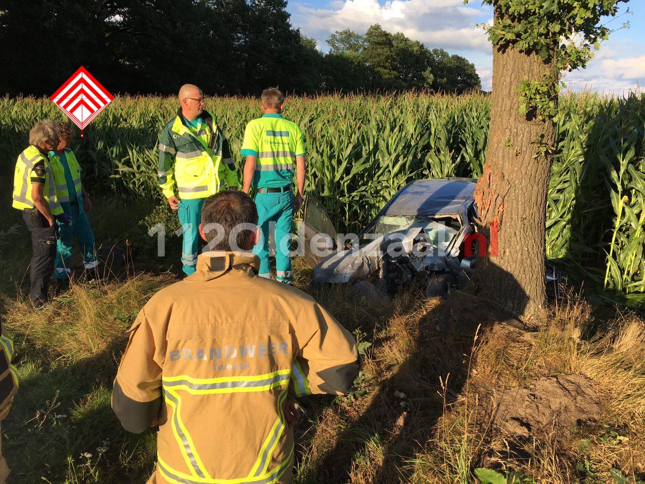 Foto 5: Ernstig ongeval in Agelo, traumahelikopter te plaatsen