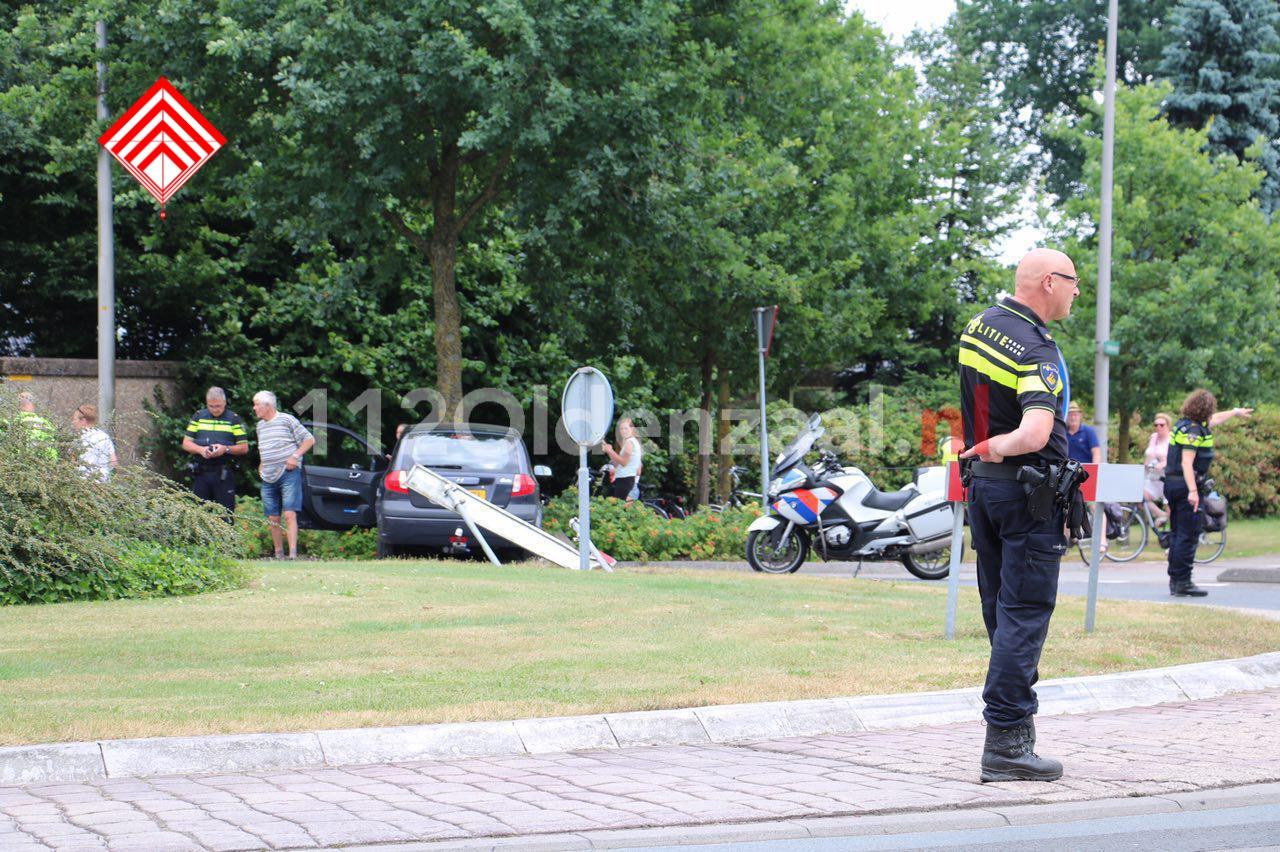 foto: Bestuurder gewond na aanrijding in Denekamp