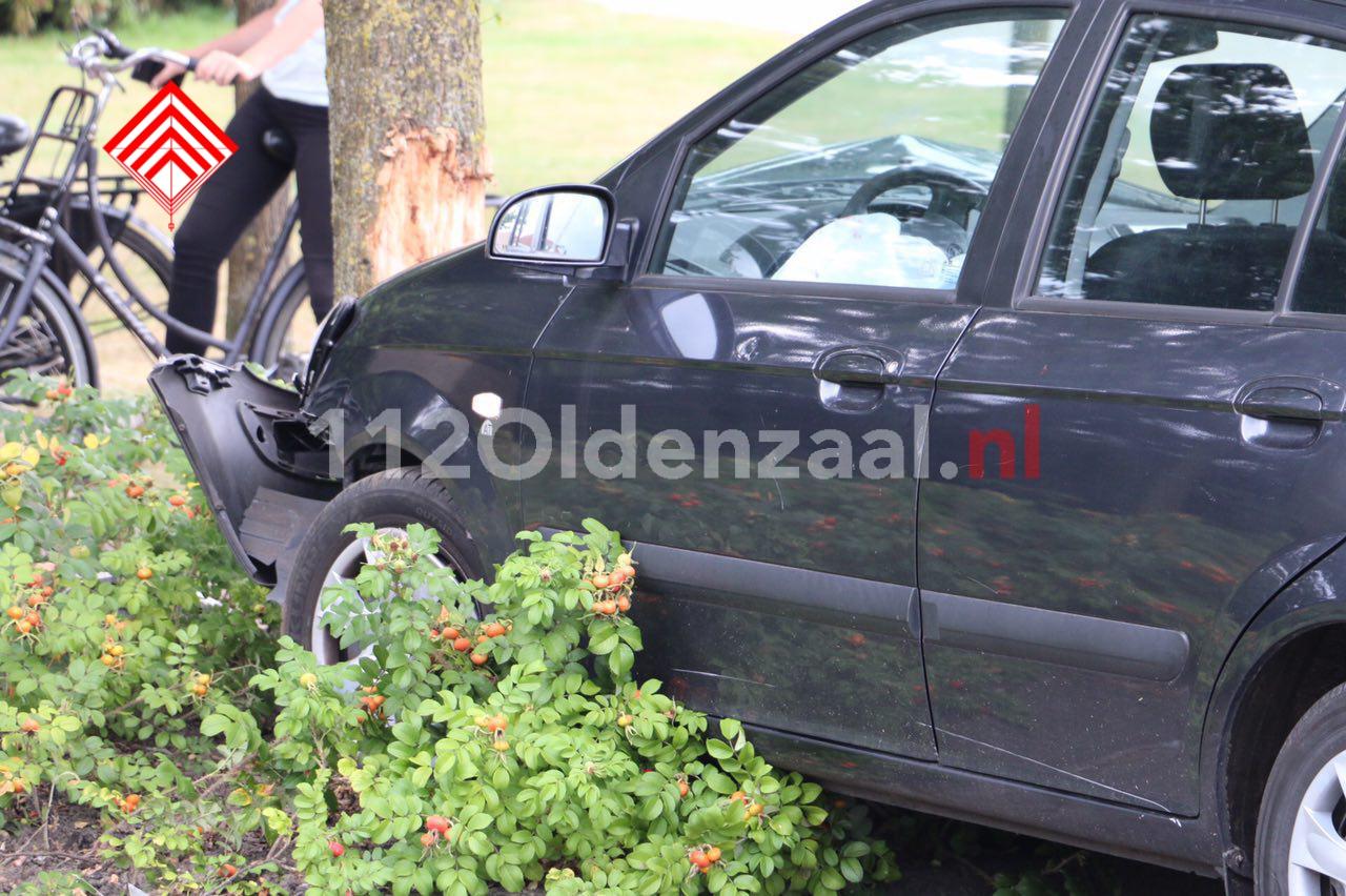 foto 3: Bestuurder gewond na aanrijding in Denekamp