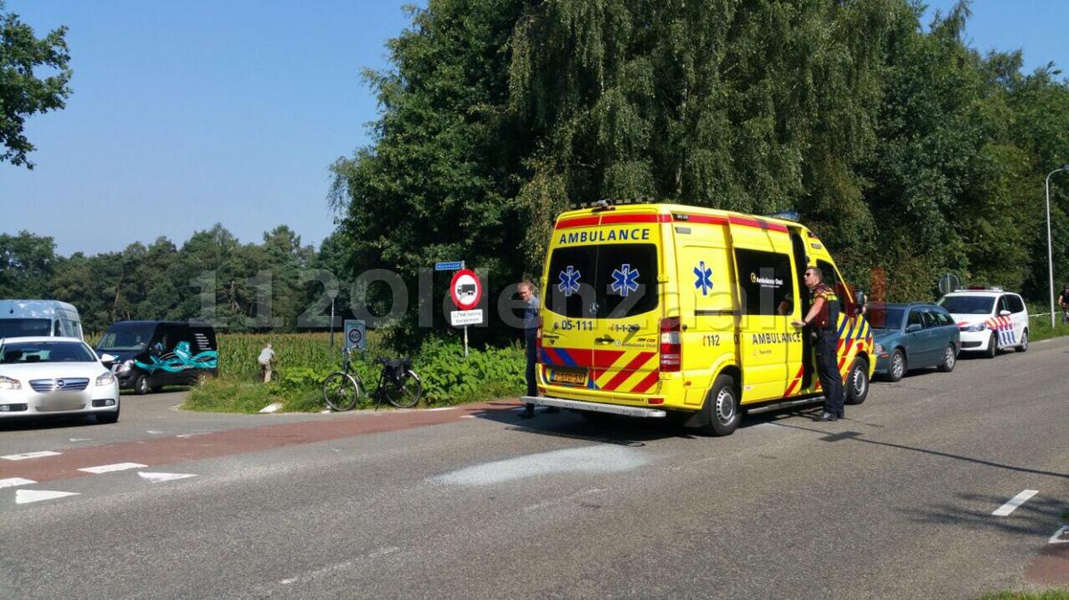 Foto: Fietser in Enschede gewond naar ziekenhuis