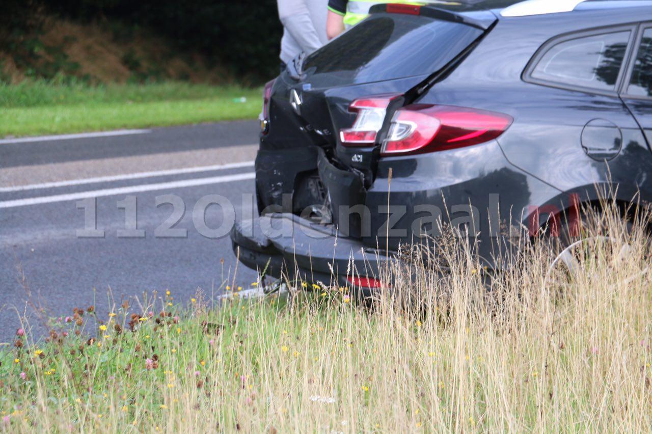 Foto 2: Drie auto's betrokken bij aanrijding in De Lutte