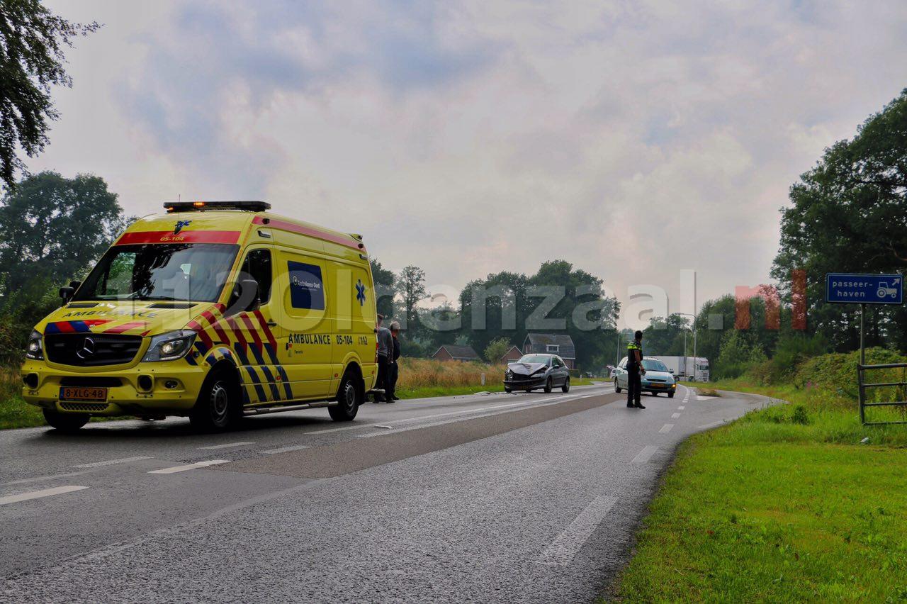 Foto 3: Drie auto's betrokken bij aanrijding in De Lutte