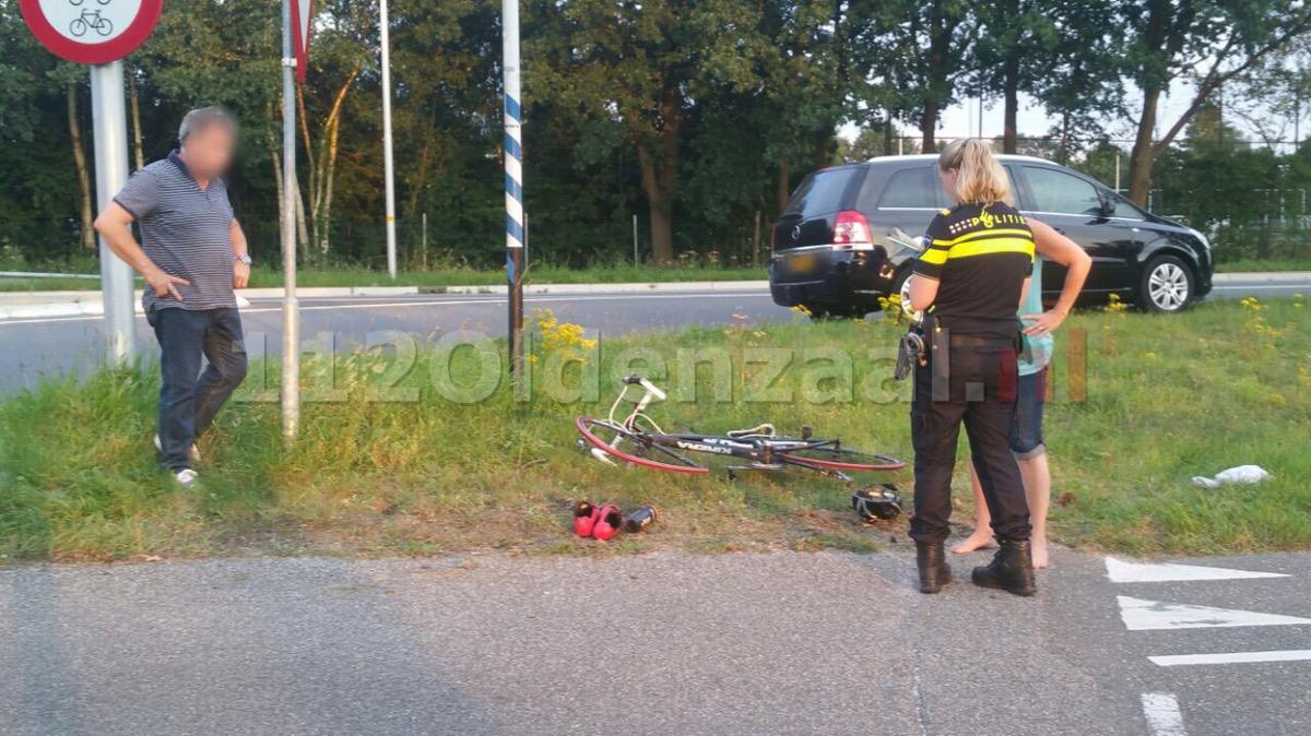Foto: Wielrenner verleent geen voorrang in Oldenzaal en raakt gewond