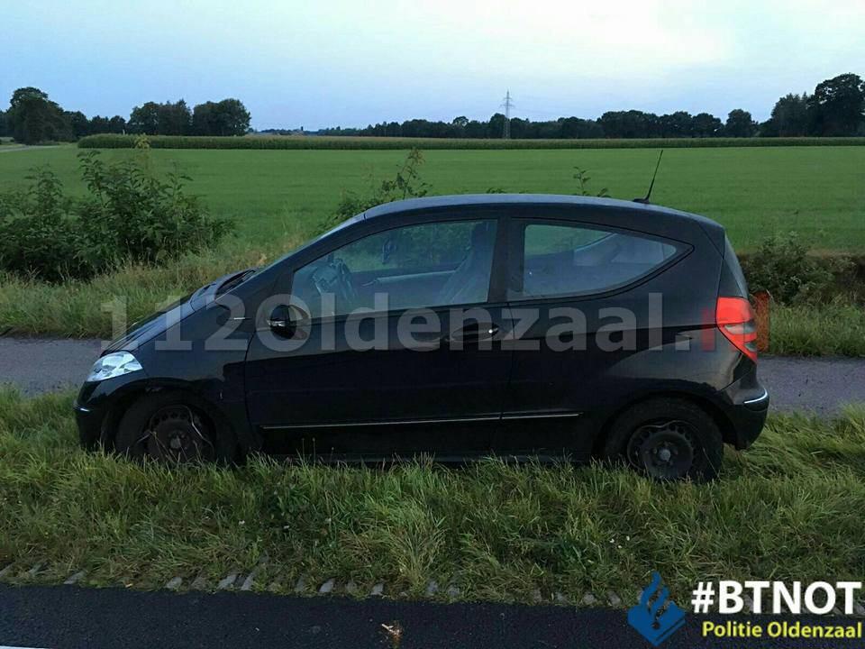 Foto: Dronken automobilist in Oldenzaal laat zich ophalen door dronken moeder