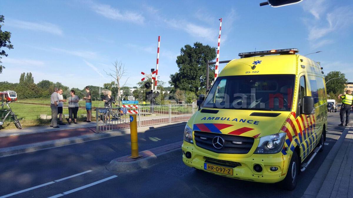 Foto: Trein schampt scootmobiel in Hengelo