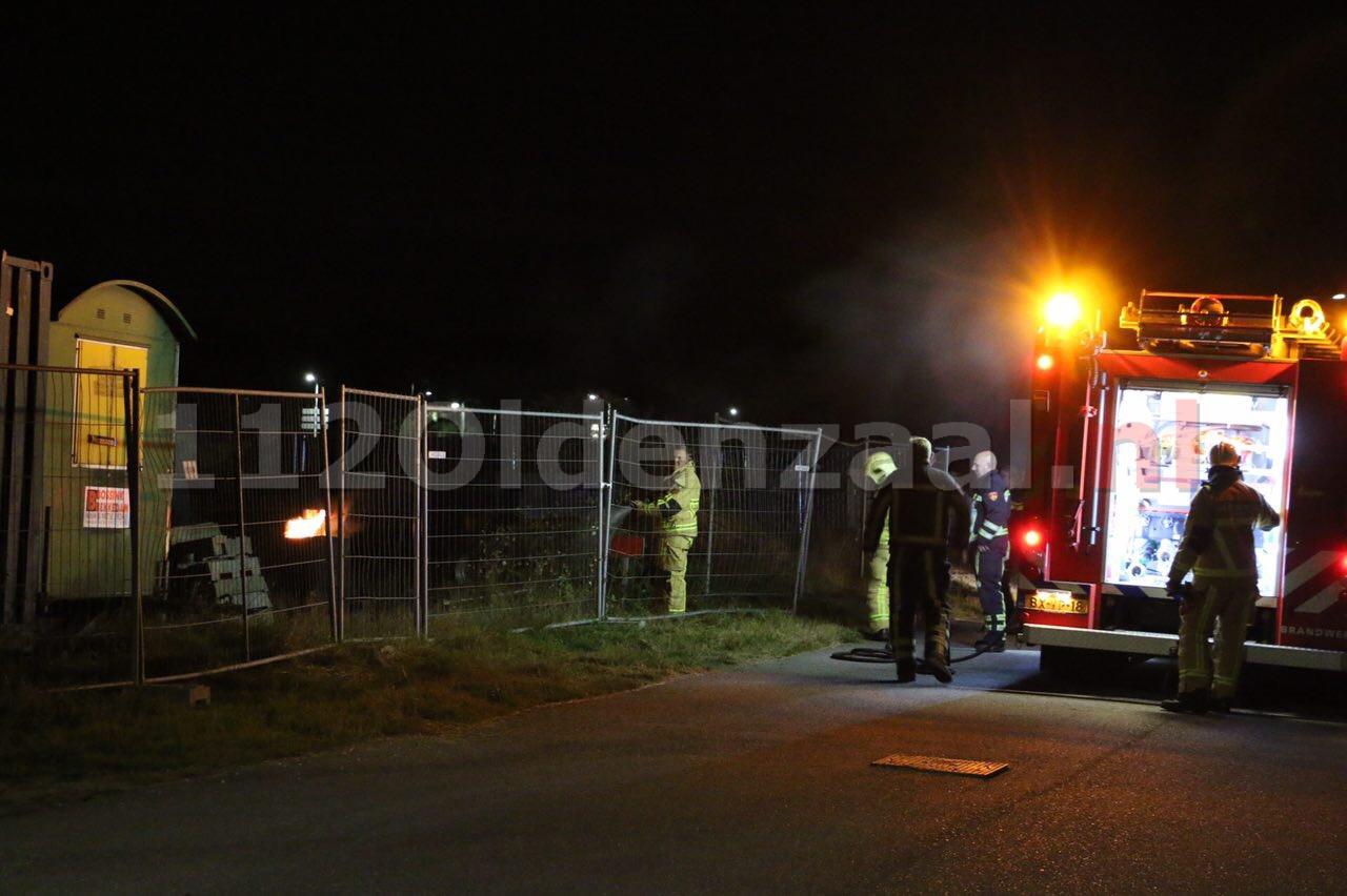 Foto: Brandweer blust afvalbrand op Jufferbeek Oldenzaal