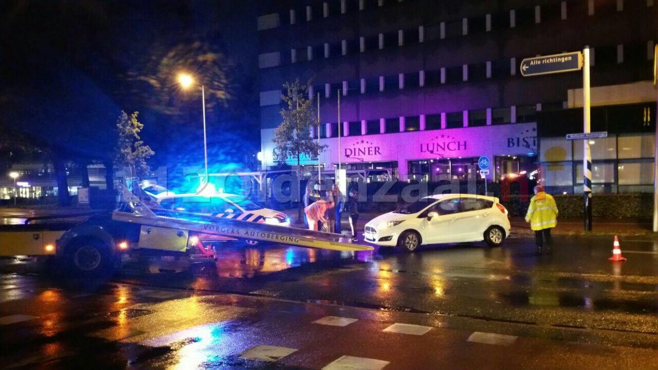 Auto's botsen op de Wethouder Beversstraat in Enschede
