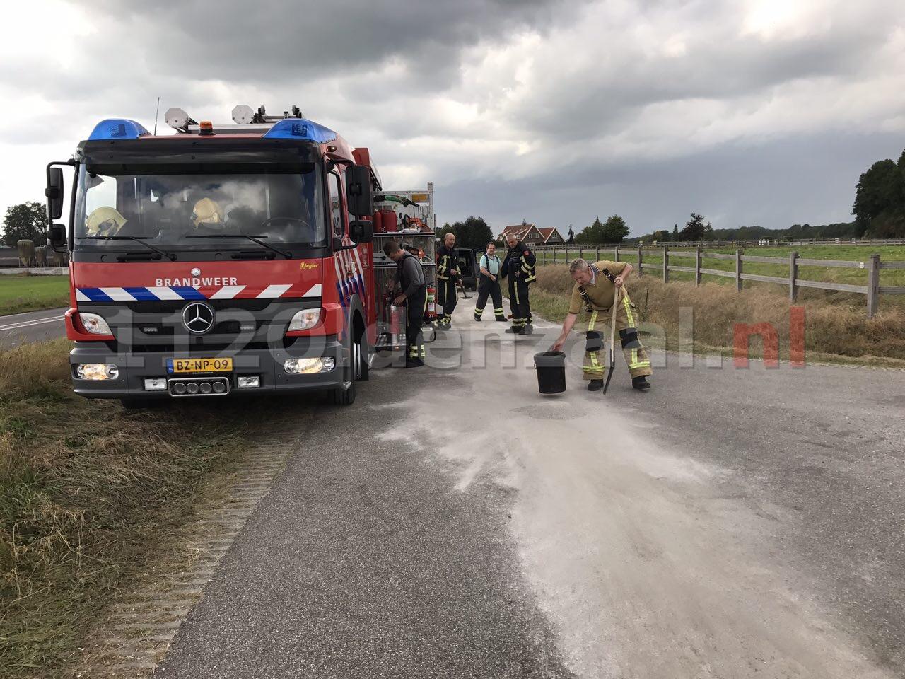 Foto: brandweer rukt uit voor het wegdekreiniging in Weerselo