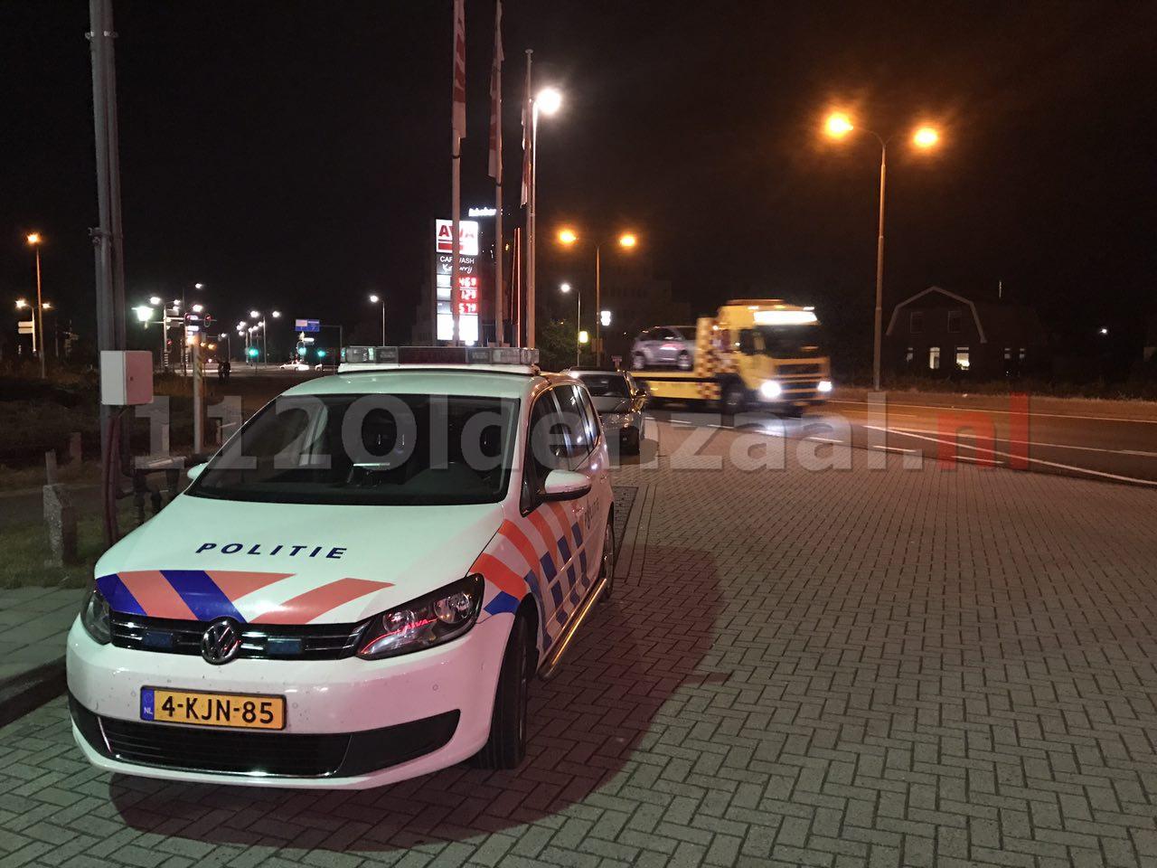 Foto 2: Aanrijding Enschedesestraat Oldenzaal; een voertuig afgesleept