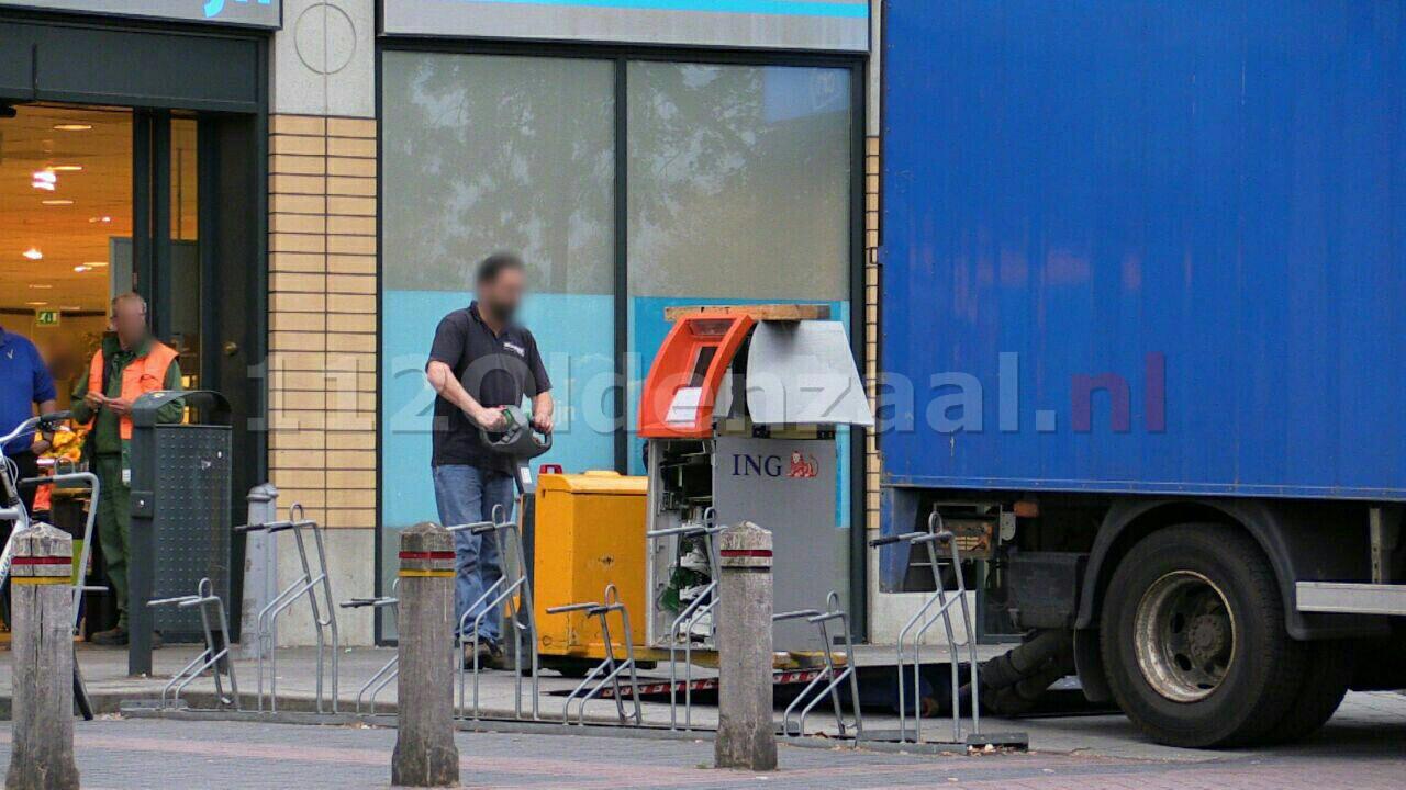 VIDEO: Kraak bij Albert Heijn Enschede, Geldautomaat zwaar beschadigd