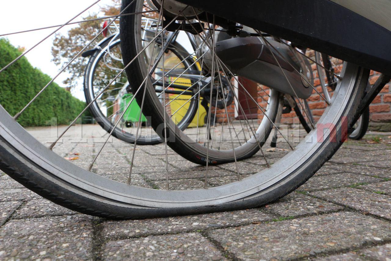 UPDATE: 24 auto's en tiental fietsen slachtoffer van bandenprikker in Losser