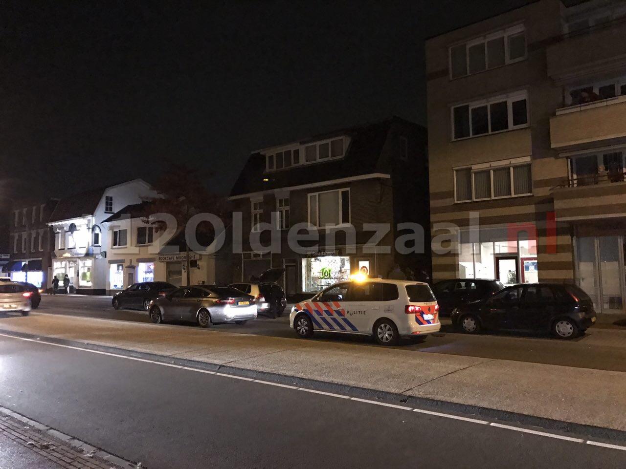 Foto: Politie doet inval panden Bornsestraat Hengelo