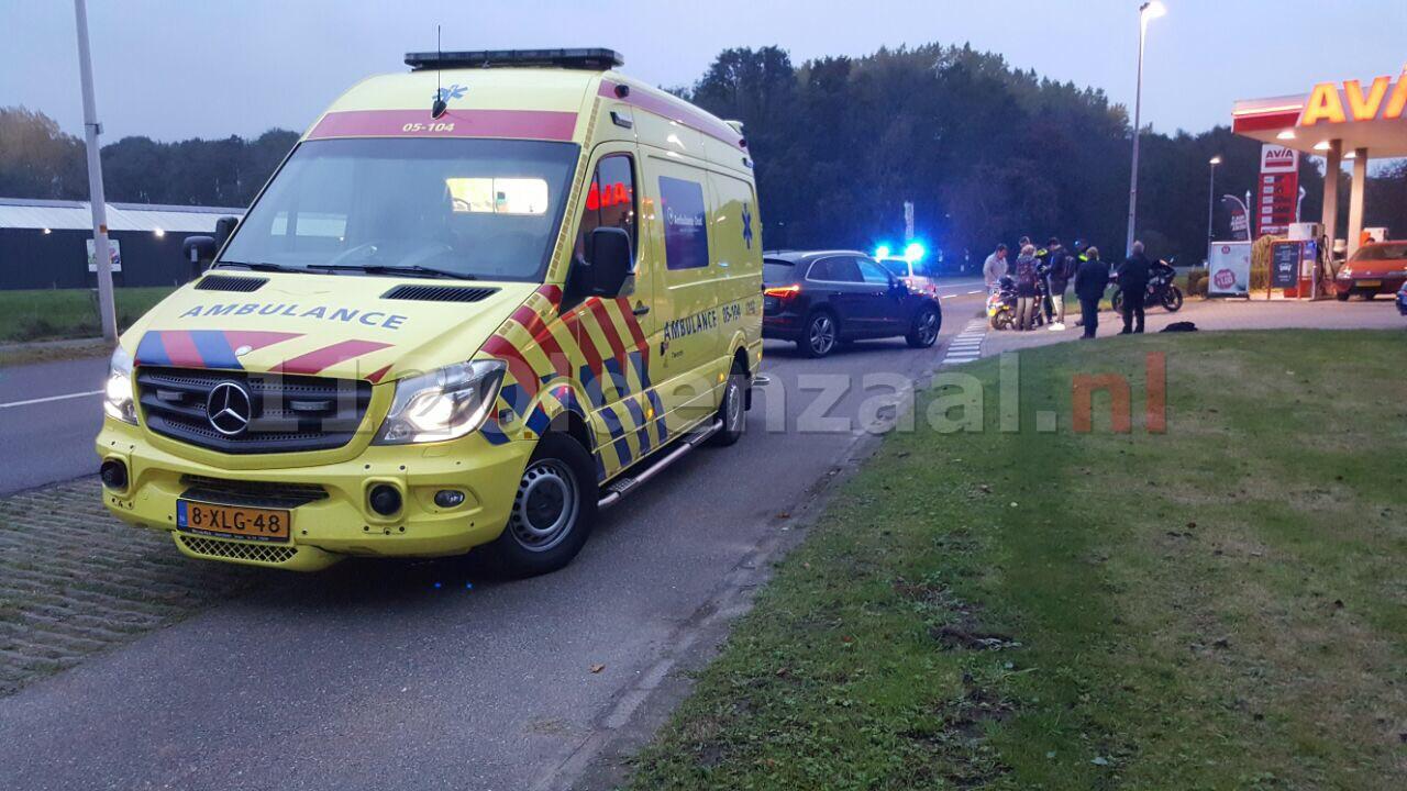 Foto: Bestuurder scooter gewond bij aanrijding in Deurningen
