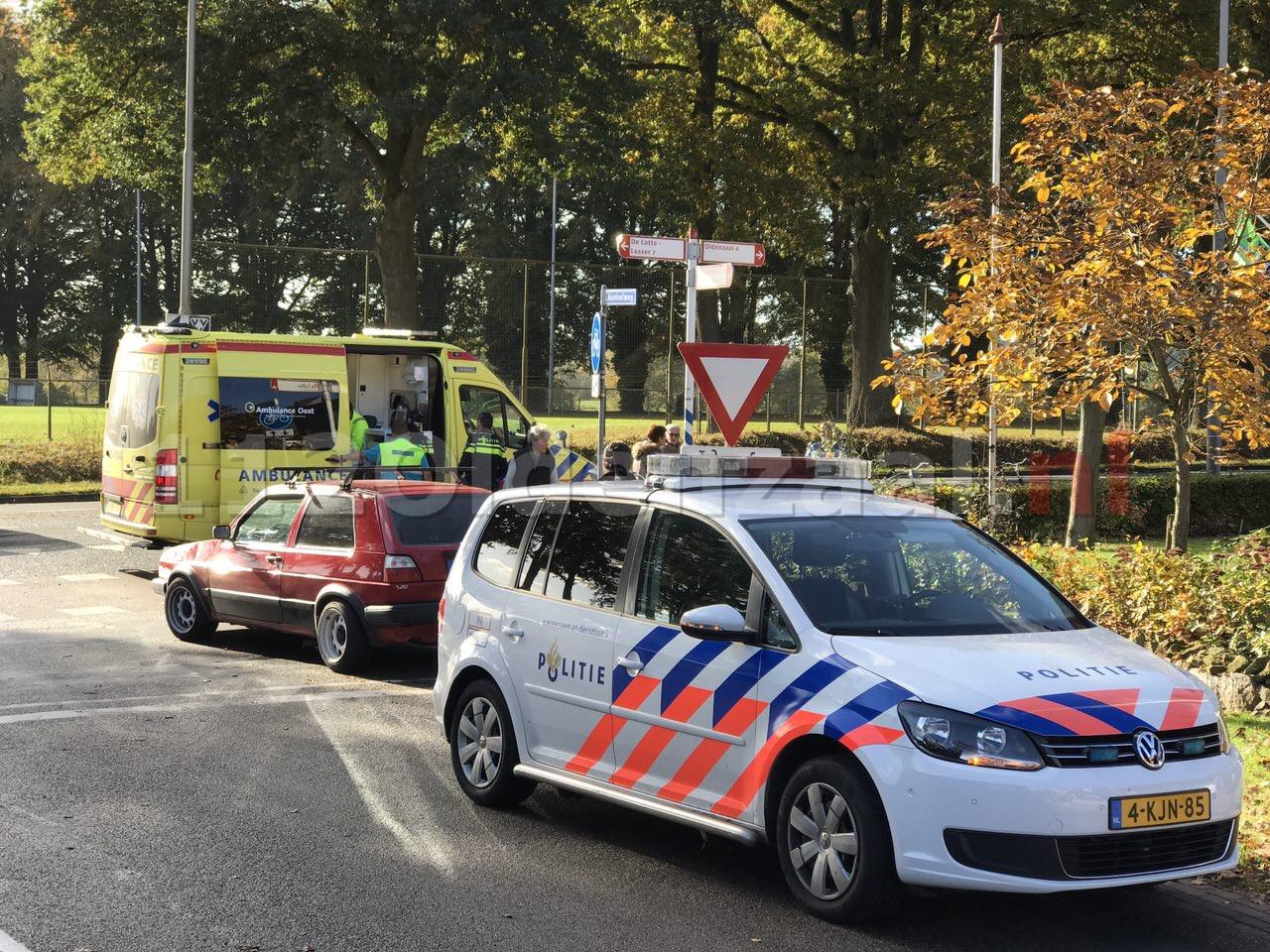 Foto: fietsster gewond naar ziekenhuis na ongeval in De Lutte