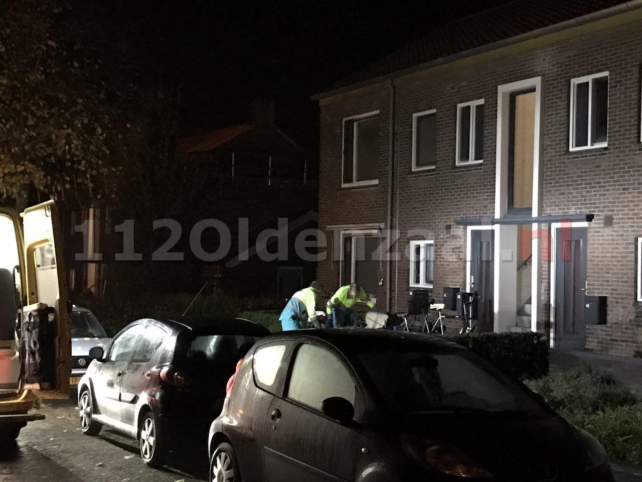 Foto 2: Twee personen met spoed naar ziekenhuis na incident in woning Oldenzaal