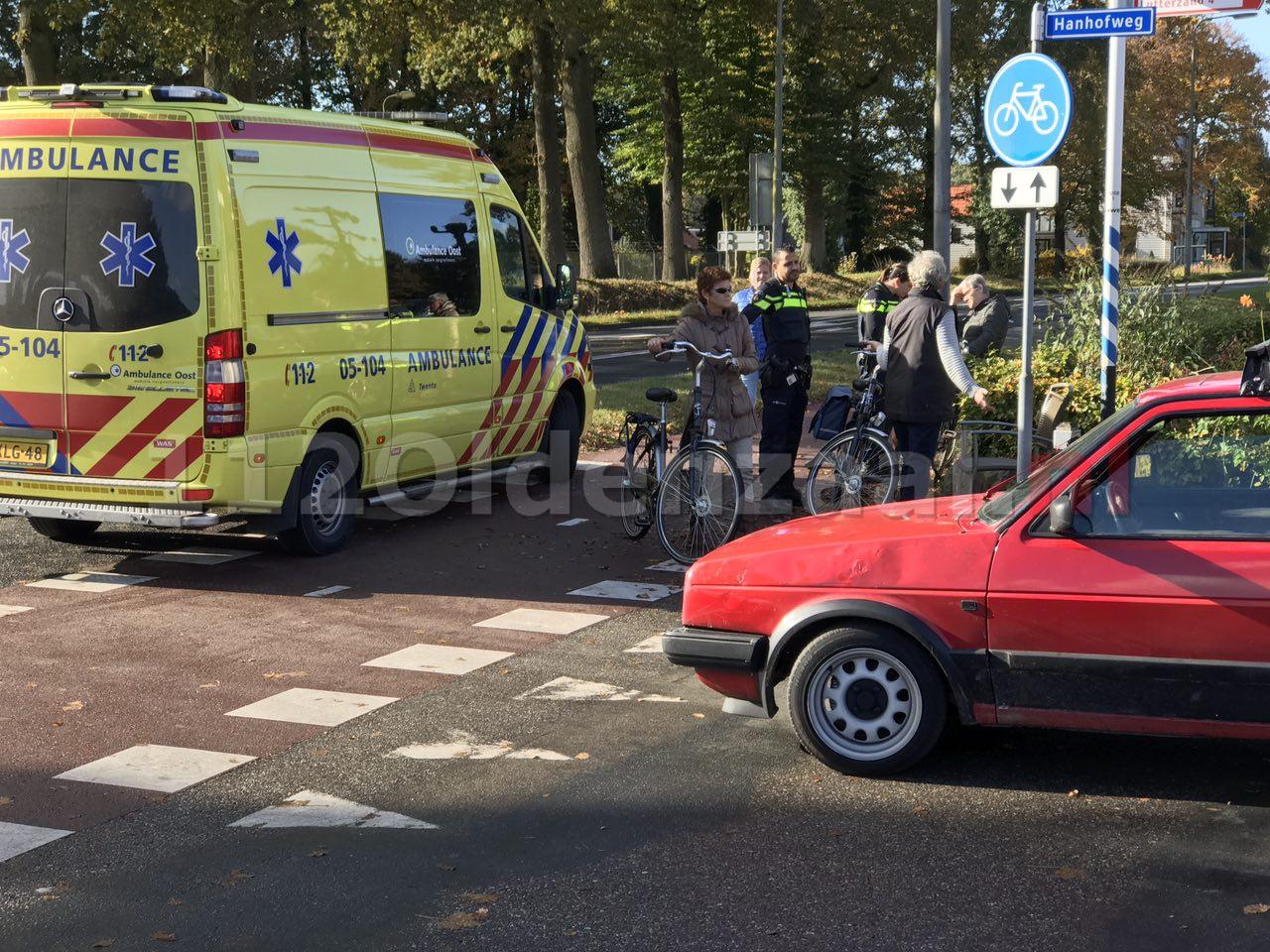 Foto 2: fietsster gewond naar ziekenhuis na ongeval in De Lutte