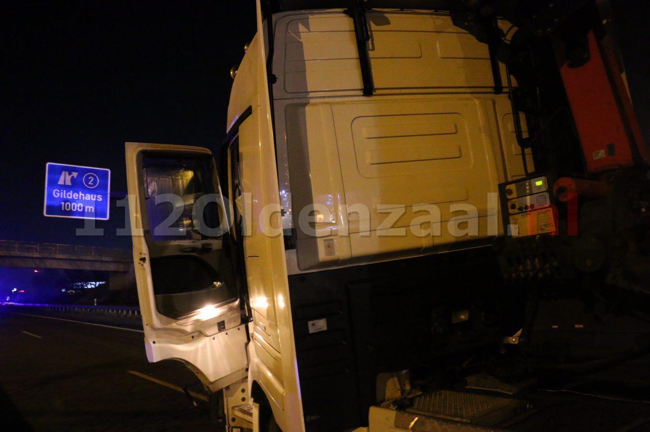 Foto 2: Ernstig ongeval tussen twee vrachtwagens grens De Lutte
