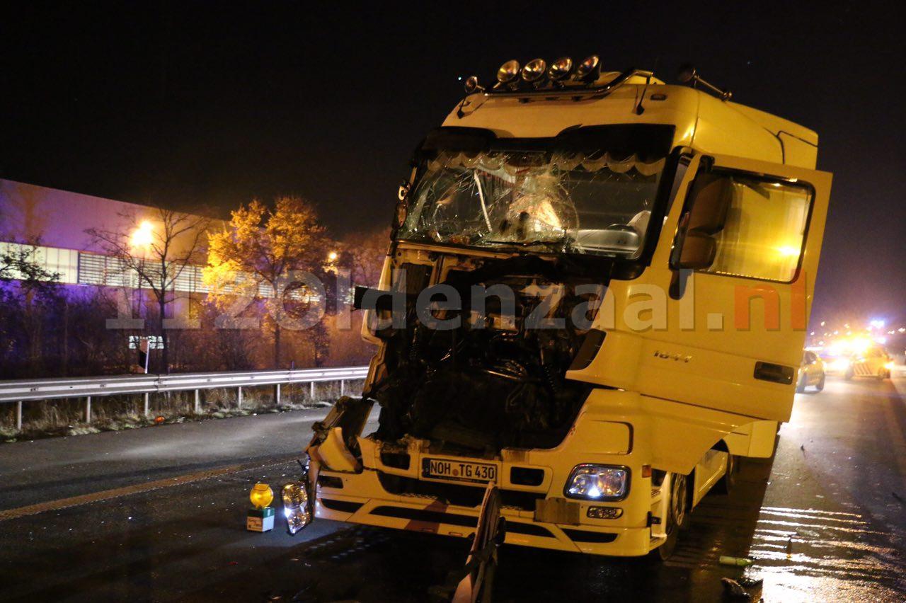 Foto: Ernstig ongeval tussen twee vrachtwagens grens De Lutte