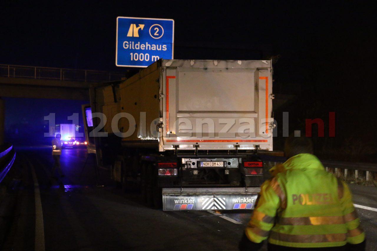 Video: Ernstig ongeval tussen twee vrachtwagens grens De Lutte