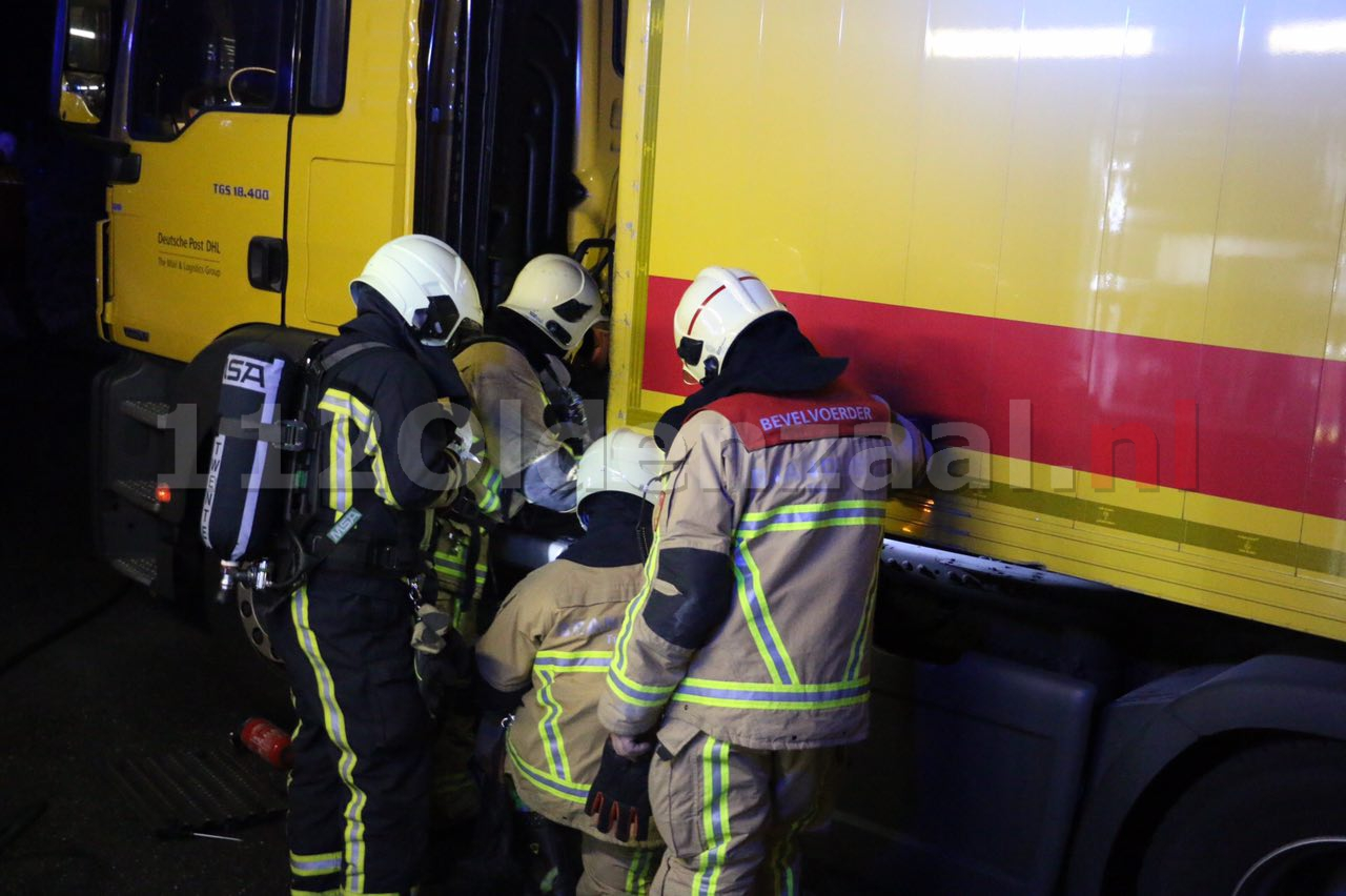 Foto 2: Brandweer rukt uit voor vrachtwagenbrand Oldenzaal