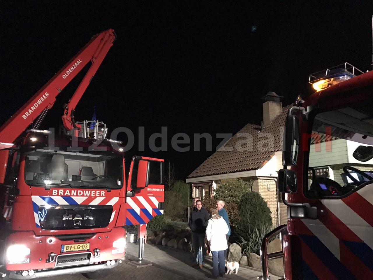 Foto: Brandweer rukt uit voor schoorsteenbrand Ootmarsum