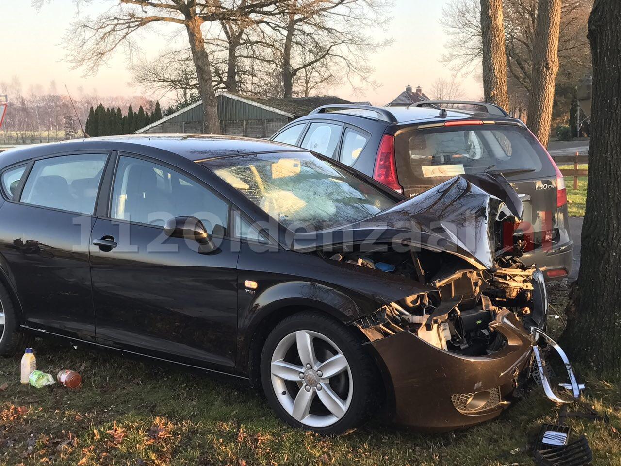 Foto: Drie gewonden bij forse aanrijding in Albergen