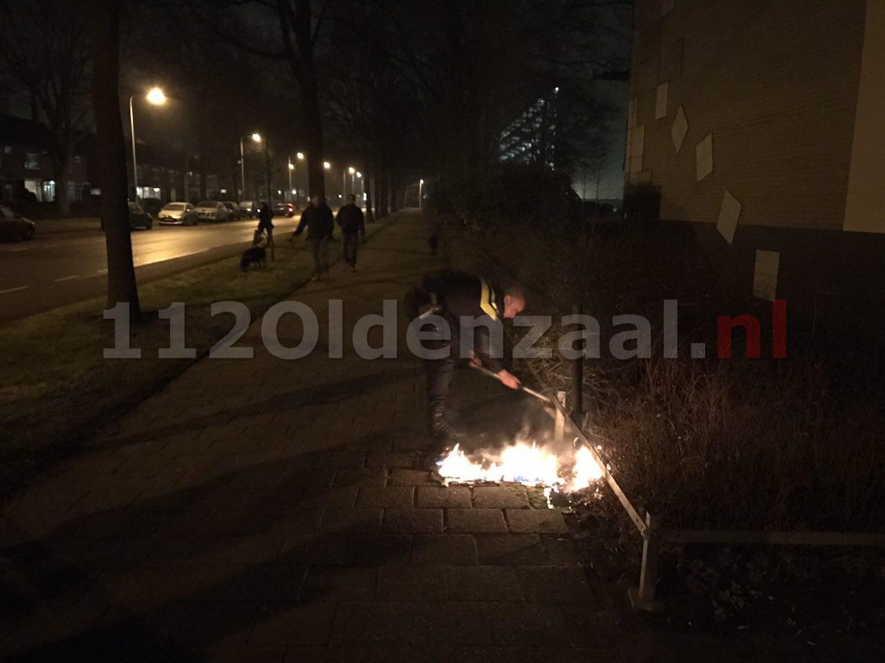 Foto: Politie blust brand vuilnisbak Oldenzaal