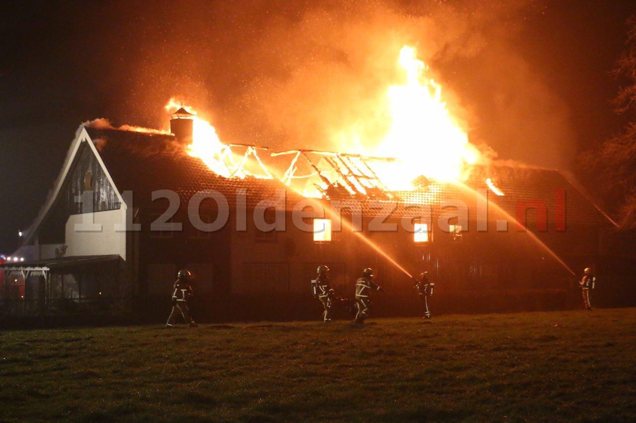 Foto: Zeer grote brand Denekamp