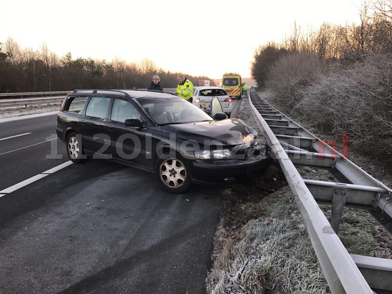 Foto 3: Opnieuw ongeval A1 Oldenzaal, auto op de kant, snelweg dicht
