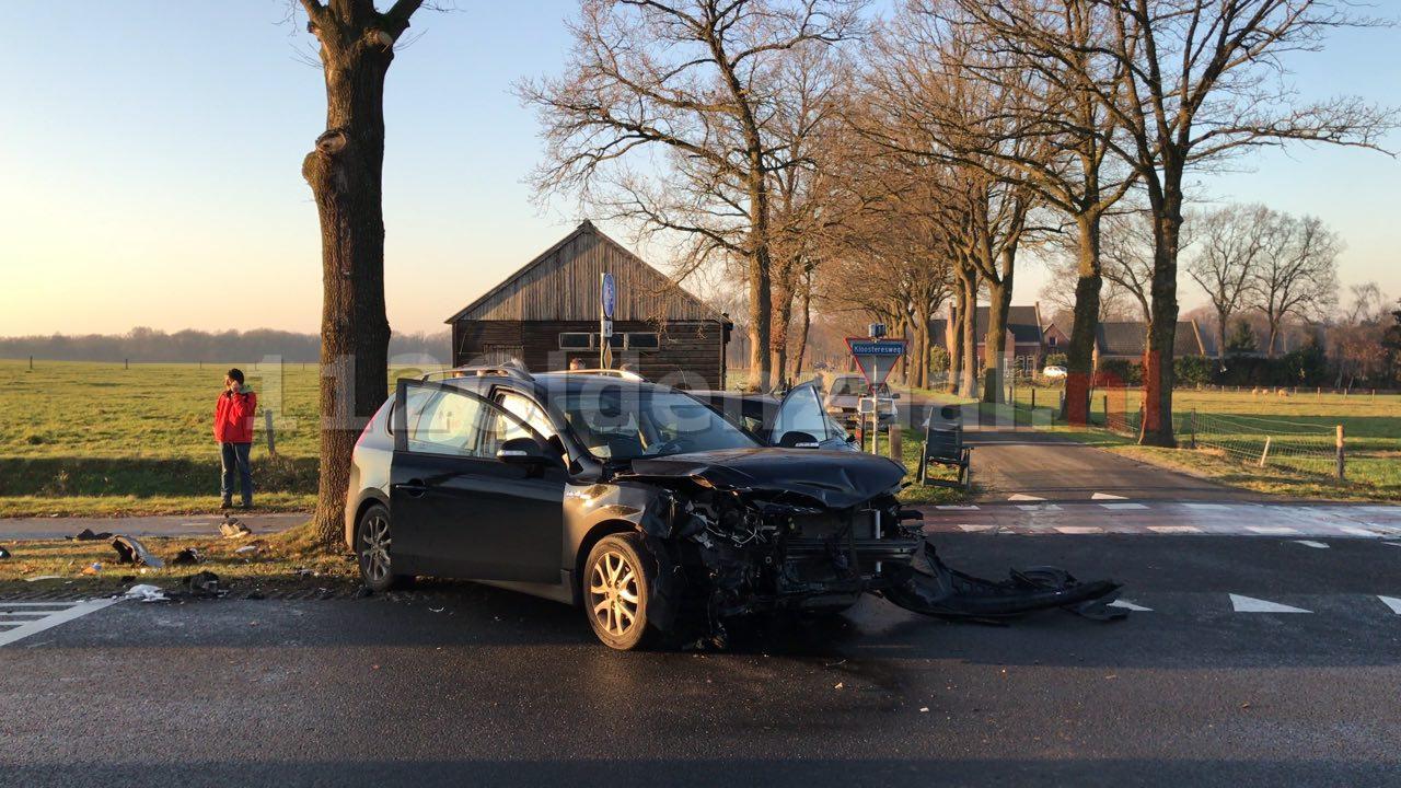 Video: Drie gewonden bij forse aanrijding in Albergen