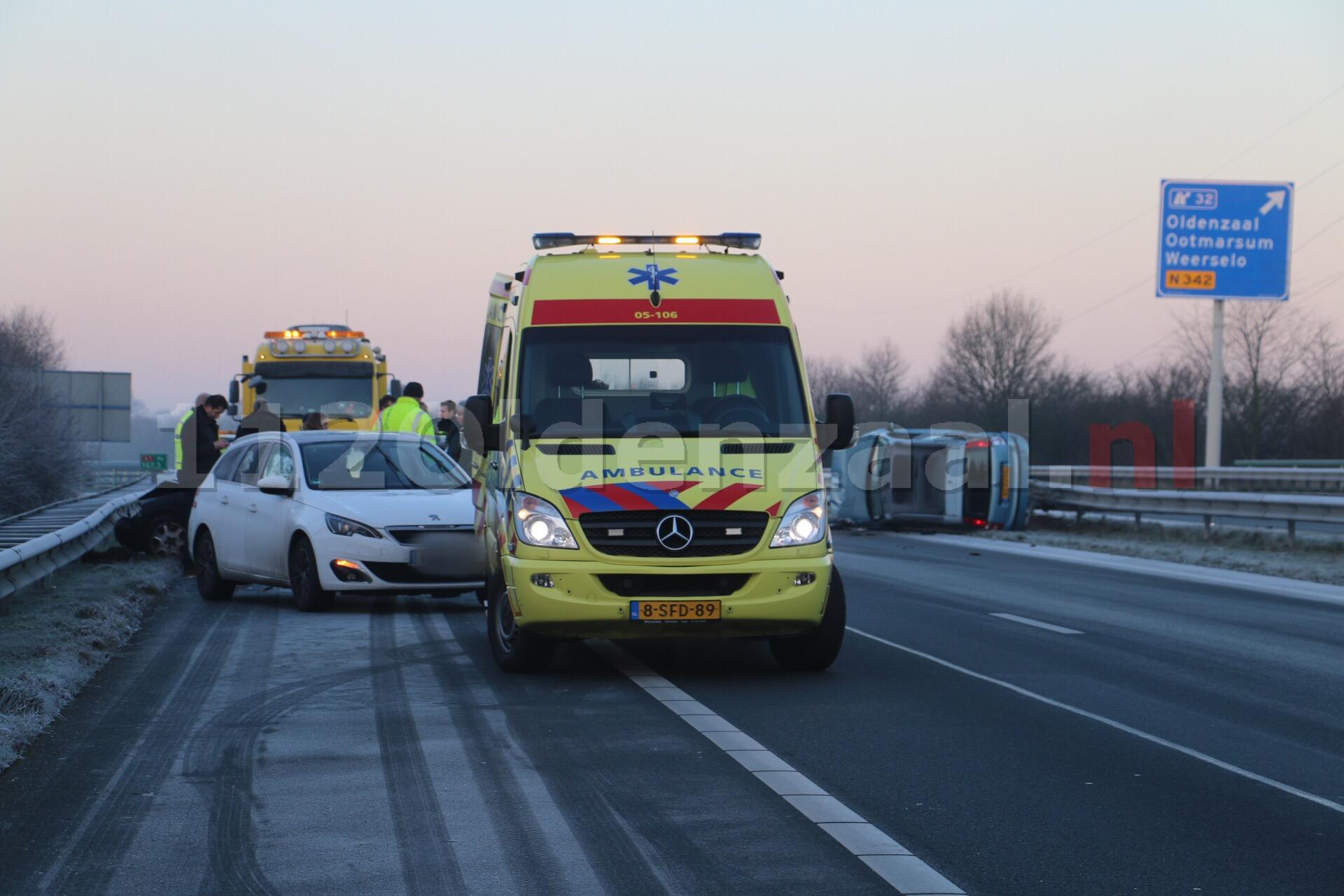 Opnieuw ongeval A1 Oldenzaal, auto op de kant, snelweg dicht