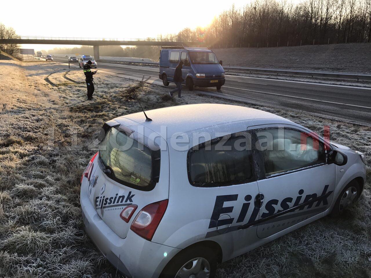 Foto 4: Chaos op A1 bij Oldenzaal, meerdere ongevallen door gladheid