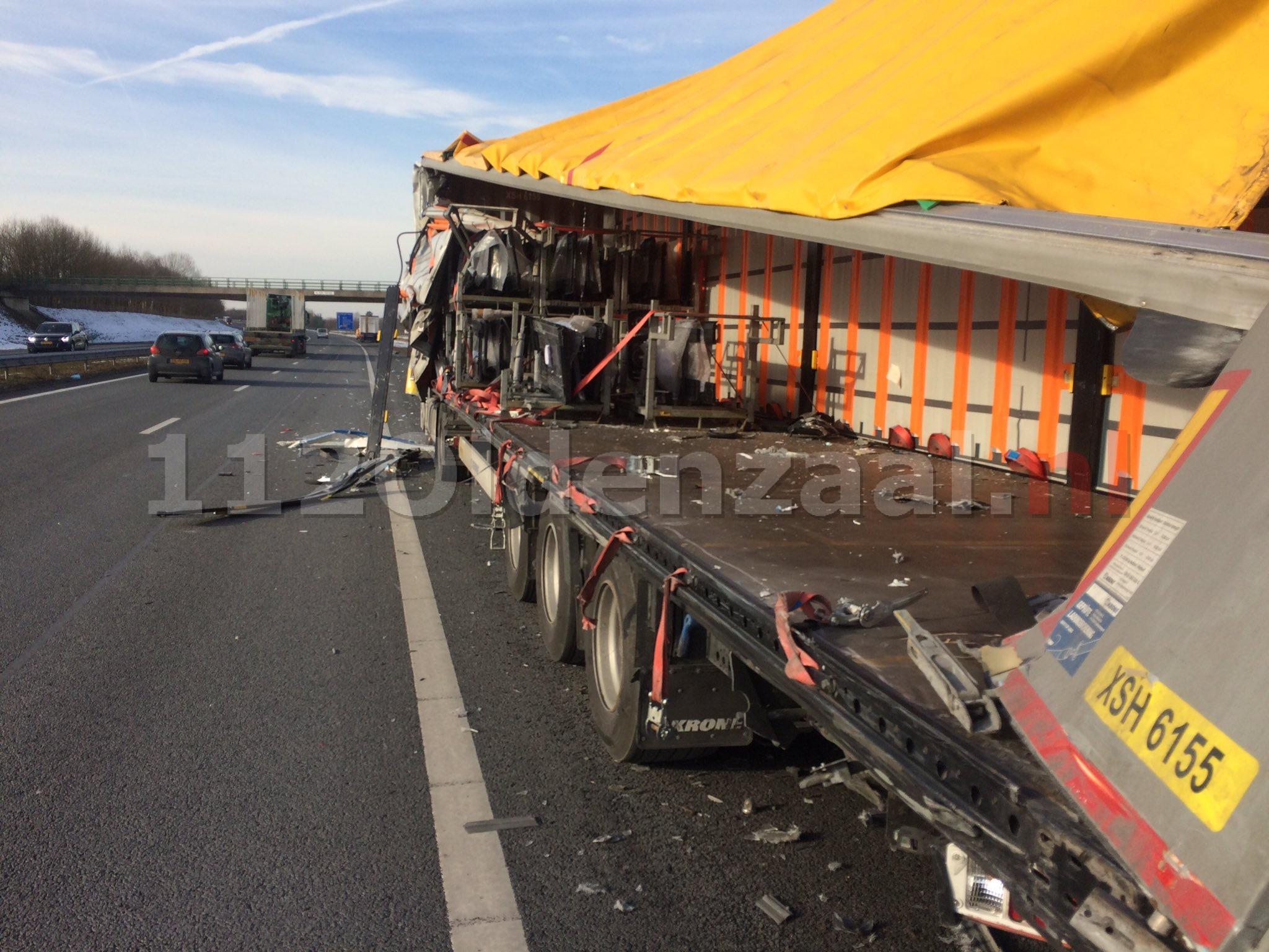 Foto: Vrachtwagen loopt schade op bij ongeval op de A1 bij Oldenzaal