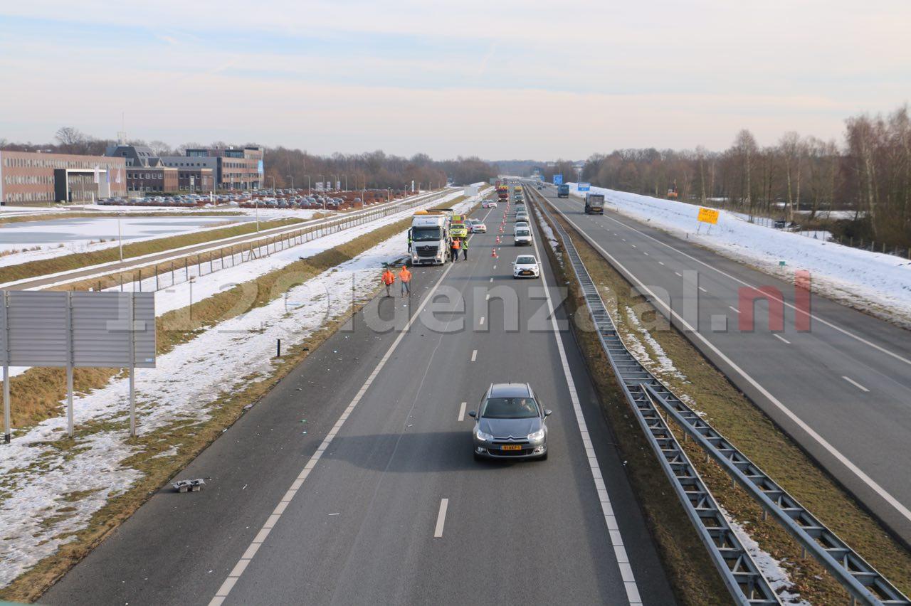 Foto 4: Vrachtwagen loopt schade op bij ongeval op de A1 bij Oldenzaal