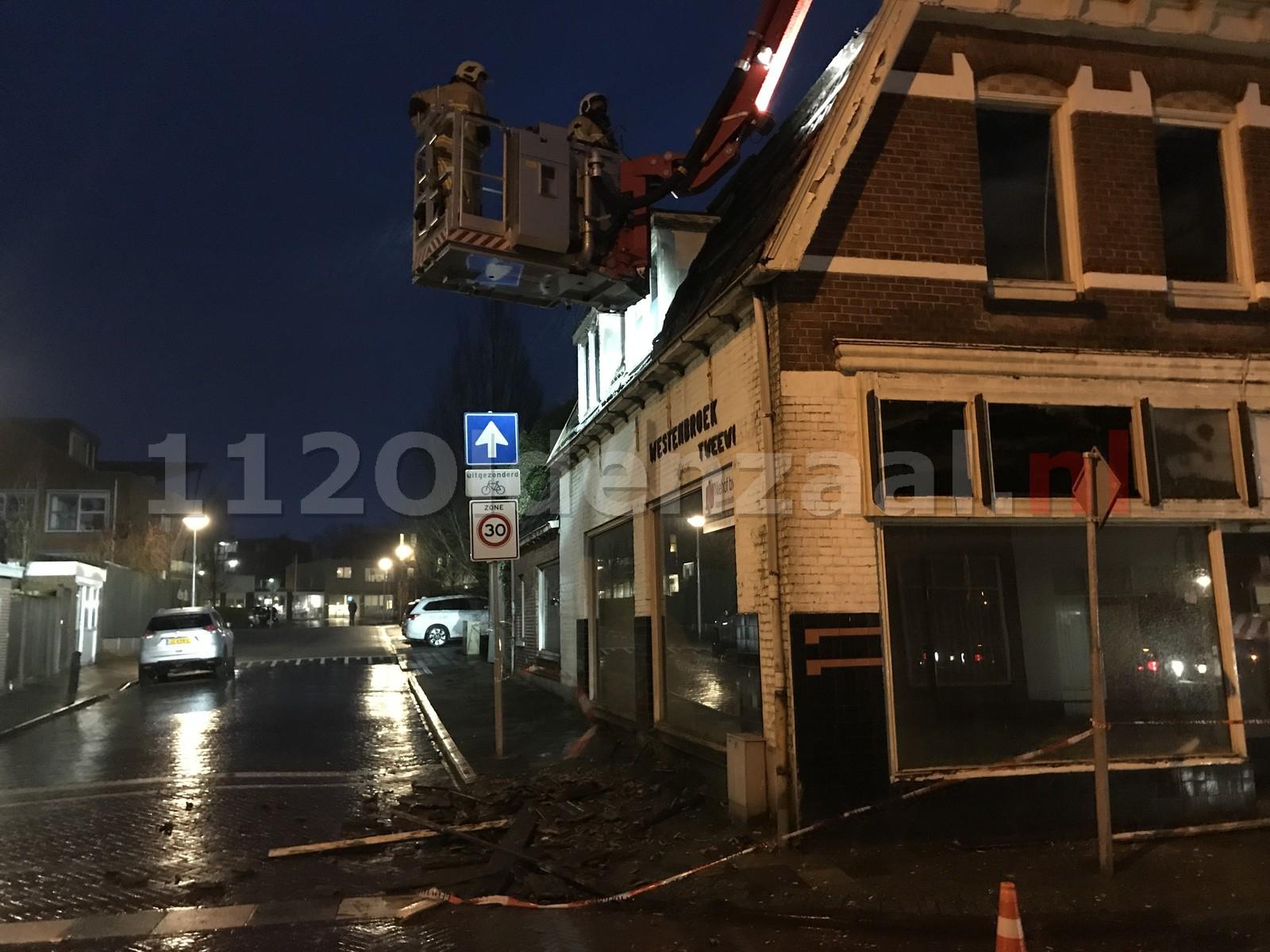 Video: Dakpanelen laten los van slooppand Oldenzaal; weg tijdelijk afgesloten