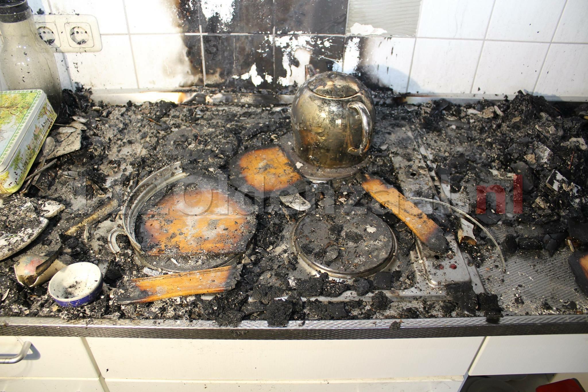Foto 3: Brandweer geeft inkijk in appartement Oldenzaal waar brand woedde