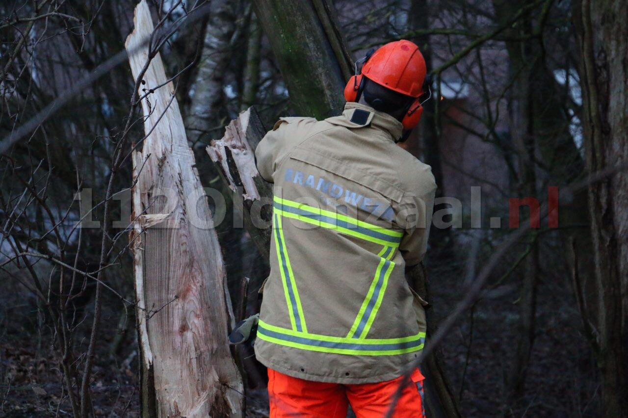 Foto: Brandweer rukt uit voor stormschade Ootmarsum