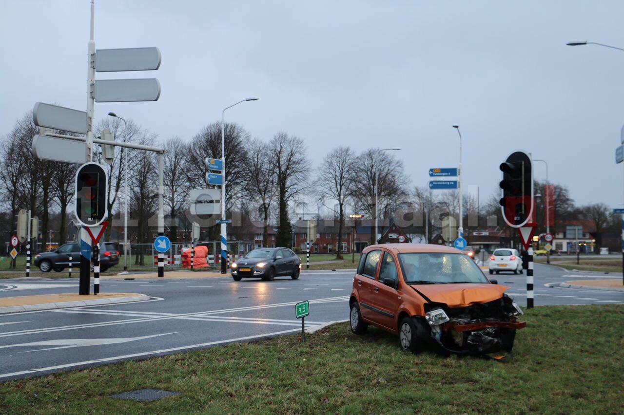 Foto: Alweer aanrijding op Jan van Arkelsweg in Fleringen door defecte verkeerslichten