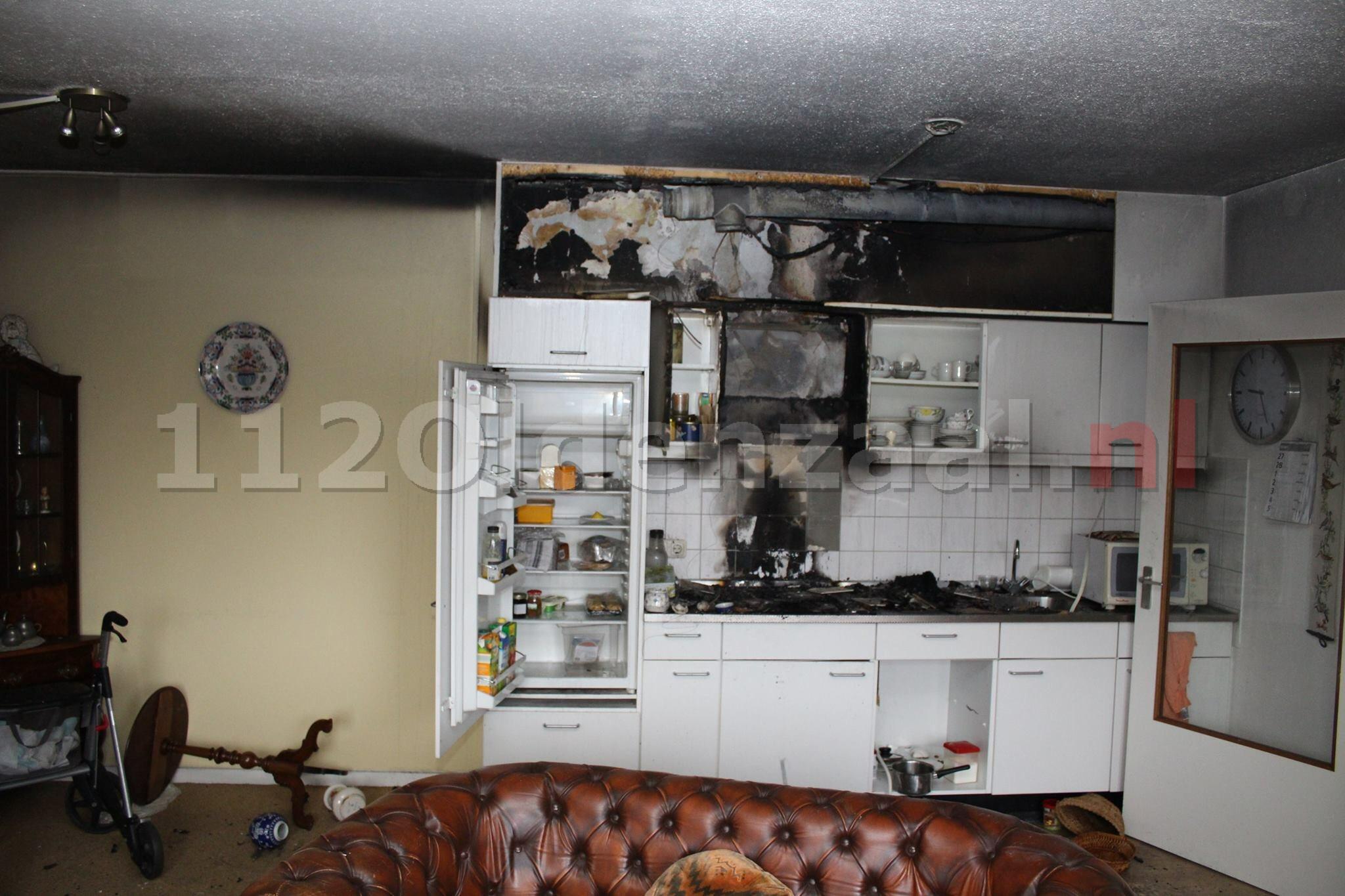 Foto: Brandweer geeft inkijk in appartement Oldenzaal waar brand woedde