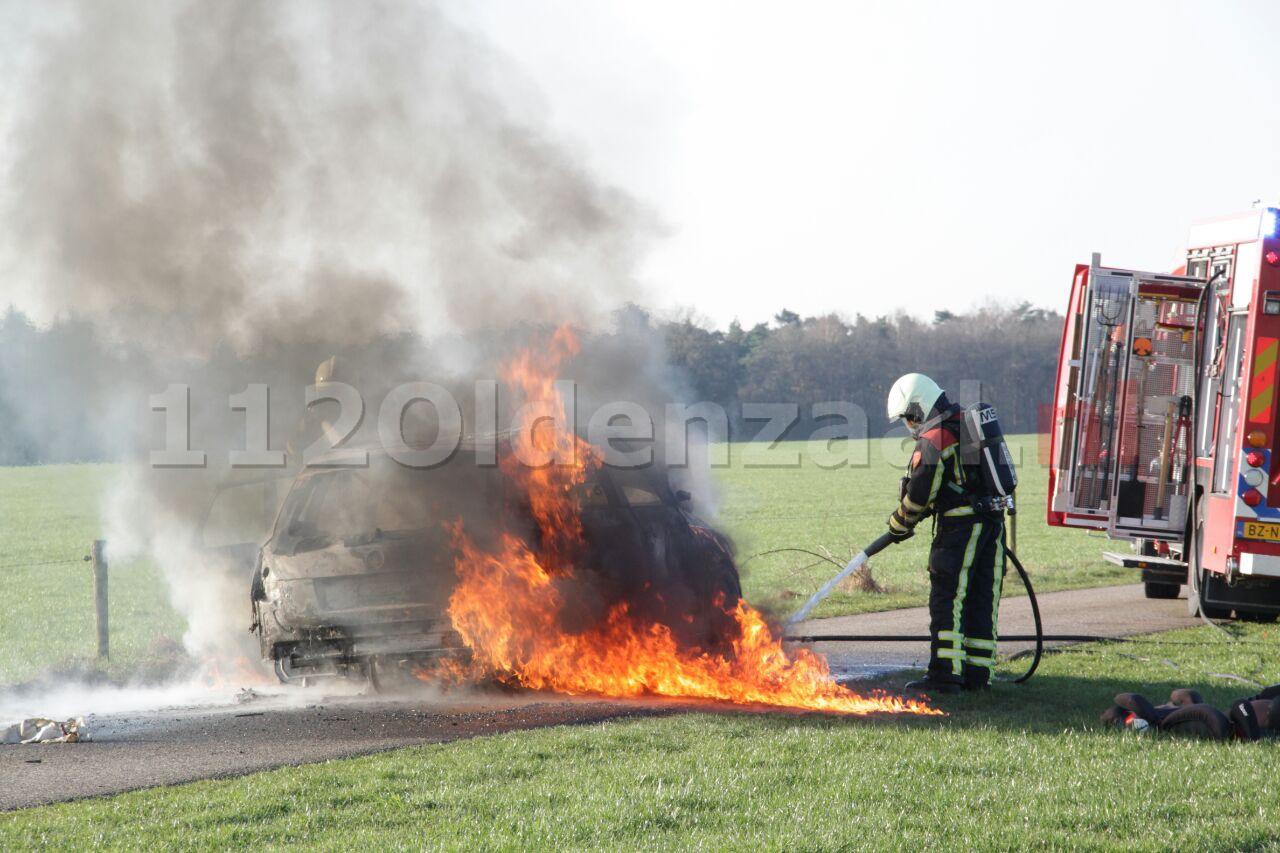Video: Autobrand Gammelkerstraat Deurningen, auto volledig verwoest