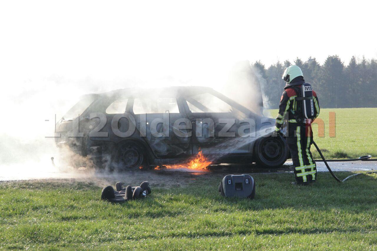 Foto 3: Autobrand Gammelkerstraat Deurningen, auto volledig verwoest